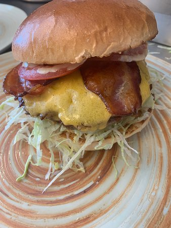 Farmer burger, classic sauce, smokey bacon, cheddar cheese, crunchy salad, tomato, onion and our home made 160gr beef patty