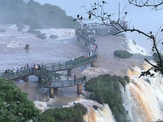 """Iguazu Falls Admission Ticket: Brazilian Side: Vale a pena o pequeno banho de """"chuva"""" para sentir as cataratas de perto. :)"""