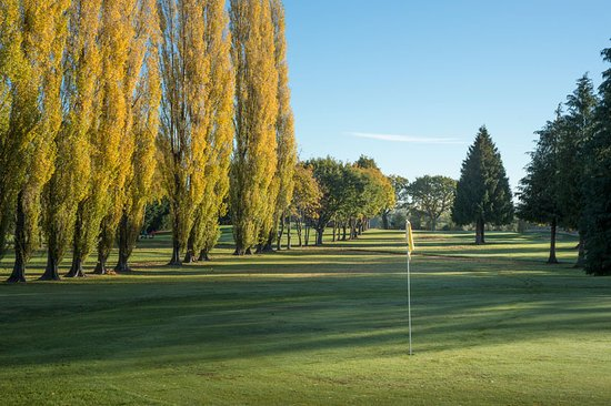 Shobdon, UK: Golf course views at Pearl Lake. Challenging 9 hole golf course.