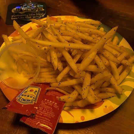 Helen's Bar: Fries