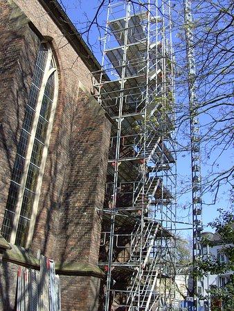 März 2019 Ein Baugerüst an der Kirche.
