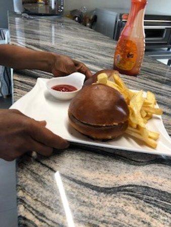 BRGR Wagon: Burger and fries0