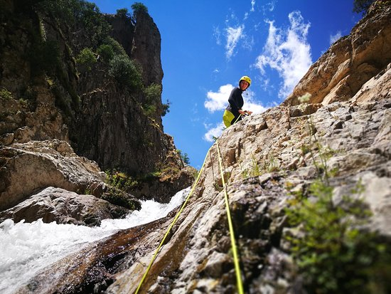 Villacidro, Italien: Rio 'e Forru Canyoning, fresh and clear water, blue sky, and a full of life!