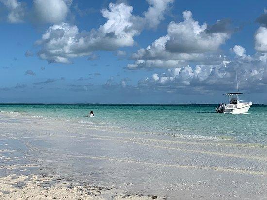 Cape Eleuthera Resort & Marina: Sand bar for swimming close by