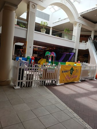 SeaQuest Fort Worth: empty mall