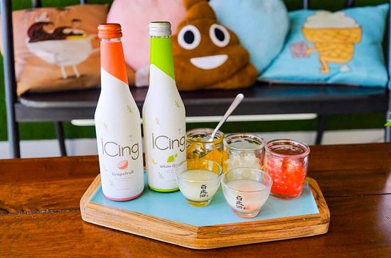 Currently we offer four types of bottles, Icing White Grape, Icing Grapefruit, Korean SoJu (Mal Guel Soo Rok) or (Nari Joa). These can be served with any three types of drink add-on like lychee, strawberry, passion, mango poppers or jelly. . Come in and try out the first ever boba flight in Orlando! #orlandofoodie #orlandofood #orlandomedia #orlandoblogger #bobaflight #bobaorlando #downtownorlando