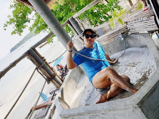 ห้องดีลักส์ ของ Koh Mook De Tara Resort ออกแบบด้วยความ ตั้งใจ ที่จะให้ผู้ใช้บริการ รู้สึกถึงความแตกต่าง ในการเดินทางท่องเที่ยว ขอบคุณครับ🥇