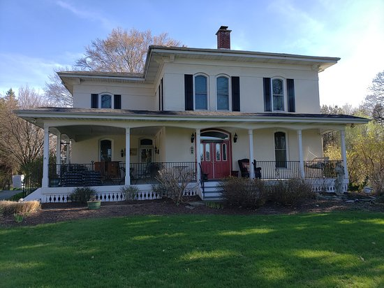 Monroe Manor Inn Bed & Breakfast