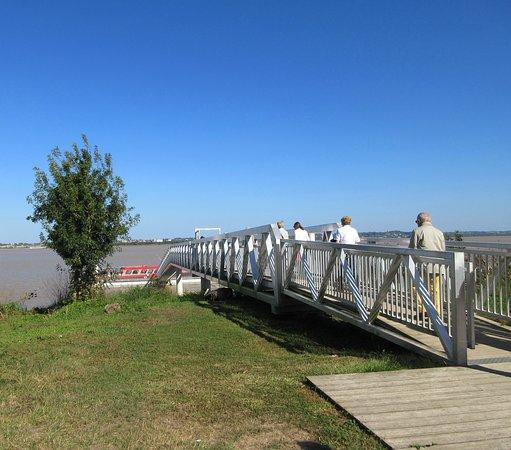 Cussac-Fort-Medoc, Frankrike: Passerelle d'accès pour la croisière sur la Garonne