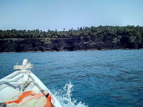 Ilha de São Tomé e Príncipe, São Tomé e Príncipe: Boat tour around Rolas Island (turtedove) Volta de barco da ilha das Rolas  Tour en bateau autour de l´île de las Rolas (tourterelles)
