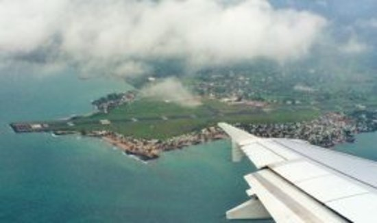 Ilha de São Tomé e Príncipe, São Tomé e Príncipe: Ana Chavez bay and airport view Vista da Baia Ana Chaves e do aeroporto Vue de la baie Ana Chaves et de l´aéroport