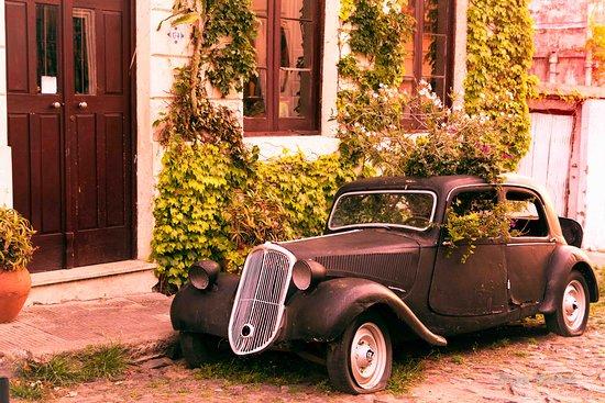 Colonia del Sacramento, Uruguay: Old car remembering the old days