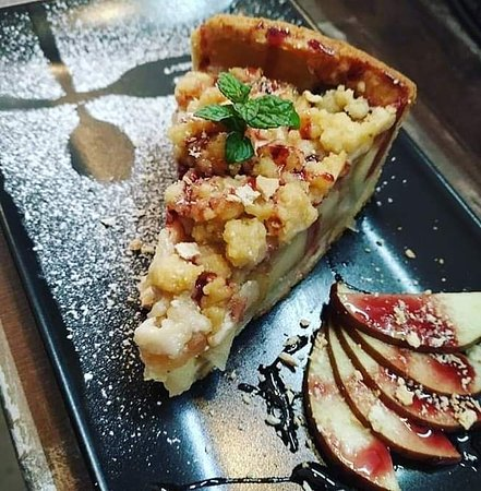 Bronze all day cafe: Apple pie