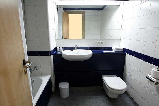 Travelodge Madrid Torrelaguna: Bathroom