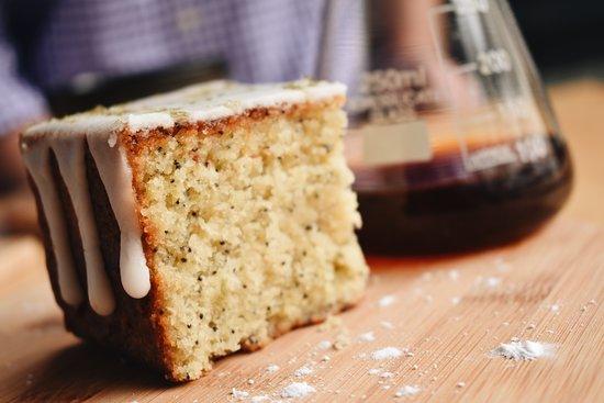 Káva Coffee Lab: Maridajes para realzar los sabores del café como torta de amapola artesanal
