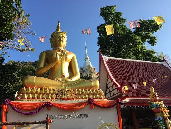 Wat Khao Takiap: 寺院正面