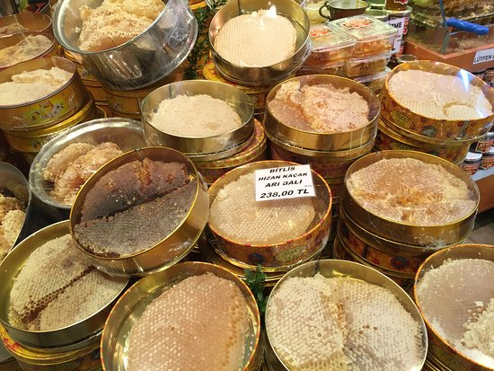 Istanbul Private Walking Higlights Tour: local markets of Eminolu  --- honey