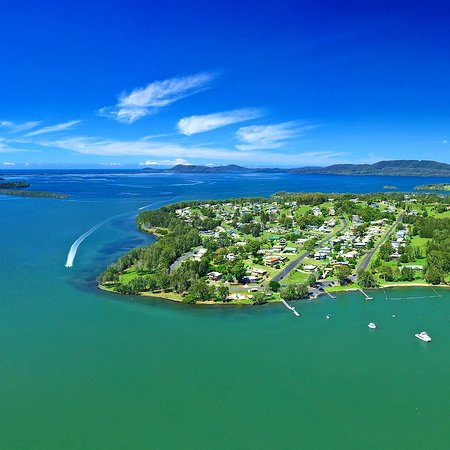 Coomba Park, Australië: Our beautiful Coomba Bay from above! 👌  Coomba Country Fair & Biggest Pumpkin judging will be held this Saturday! Discover this quaint lakeside town for a fun family day out!  Cake baking and decorating competitions, best dressed dog parade, tug of war, ride a Dragon Boat, Kids water play and lots more!  📷 East Coast Photography #barringtoncoast #greatlakesnsw #lovethegreatlakes #coombapark