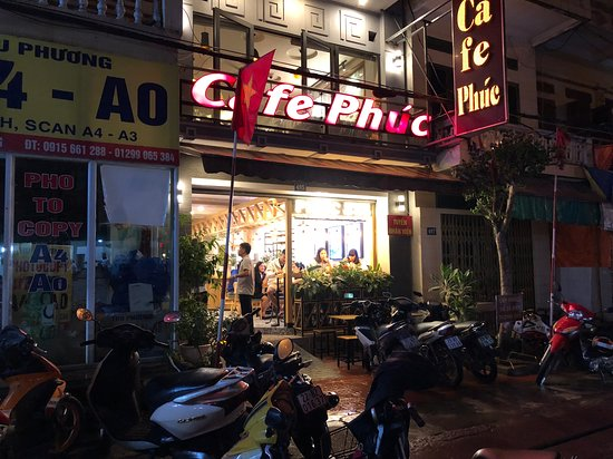 הא ג'יאנג, ויטנאם: Cafe Phuc at night