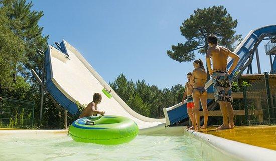 Le pendulum, l'une des attractions à sensation forte du parc Aquatic Landes (Labenne Océan)