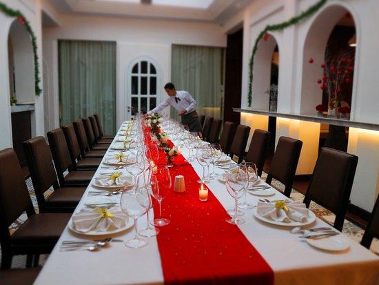 Khéma La Poste: Group dinning