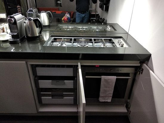 Oven and Cooking Range - Pantry view
