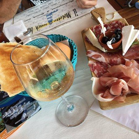 Il Moletto Bistrot & Beach Bar: Bevute ottime,pranzo,cena e aperitivi da 10!
