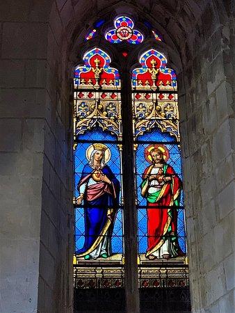Luche-Pringe, Fransa: Un chœur roman et un ensemble statutaire remarquables