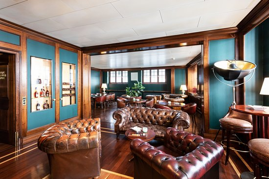 Einstein Bar: Davidoff Cigar Lounge