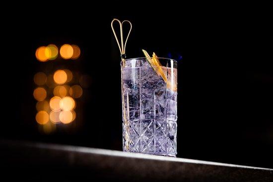 Einstein Bar: Purple Gin Tonic