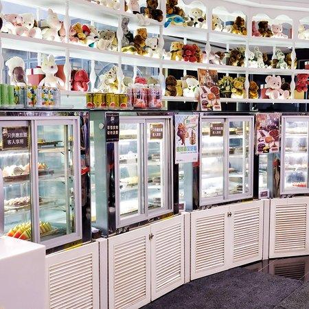 TONO DAIKIYA Japanese Restaurant: 甜品生果等則放在衛生的雪櫃內