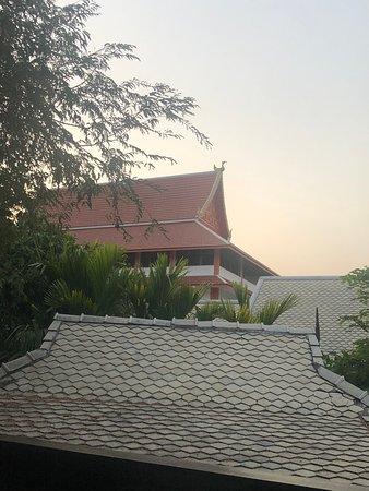 Na Nirand Romantic Boutique Resort: Tip on Wat Chaimongkol temple nxt to hotel