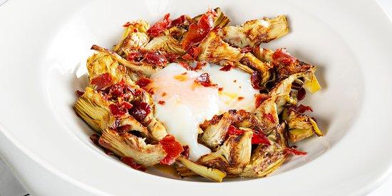 Alcachofa con huevo y jamón