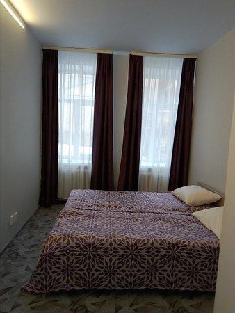 Двухместный номер с одной общей кроватью или двумя раздельными кроватями и собственной ванной комнатой мини-отеля Ниа-Лотте в Санкт-Петербурге. Отель в 3 минутах от Исаакиевской площади! Идеально для туристов в Санкт-Петербург