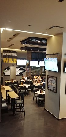Buffalo Wild Wings ambiente total de un sports bar