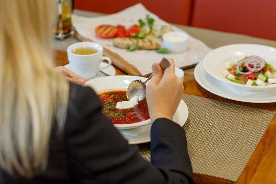 """С понедельника по четверг в """"ПиццаМании"""" проходит бизнес-ланч с 12:00 до 16:00"""