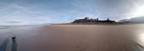Bamburgh, UK: Panoramic view of the beach.