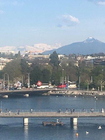 Vista del Monte Bianco all'orizzonte....