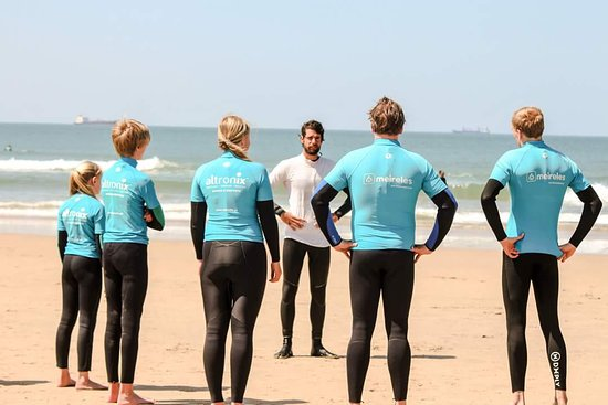 Aulas de surf especiais para famílias - a vossa família e o professor