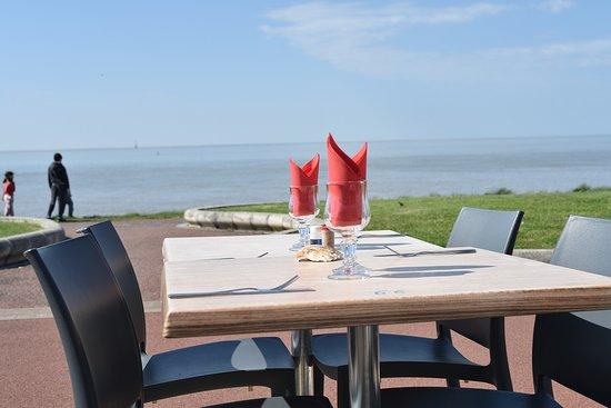 Restaurant la Grande Cote: Face à la mer et au phare de Cordouan, venez nous retrouver le temps d'un déjeuner ou d'un dîner !