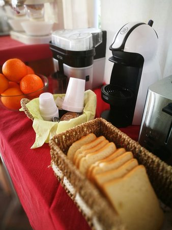 Piscina, camere e colazione di Villa del Sole Relais Agrigento.