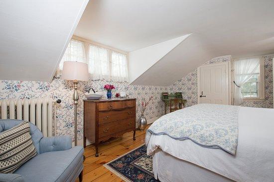 The Egremont Village Inn: The Goodale Room #3