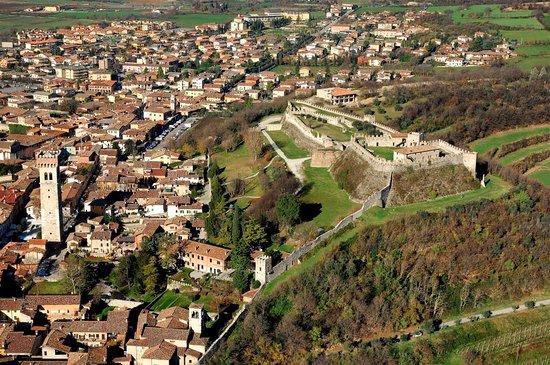 veduta aerea della Rocca di Lonato del Garda