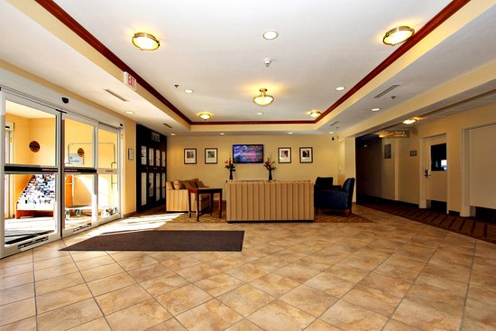 Tripadvisor - Lobby - תמונה של ‪Candlewood Suites Kansas City Airport‬, קנזס סיטי