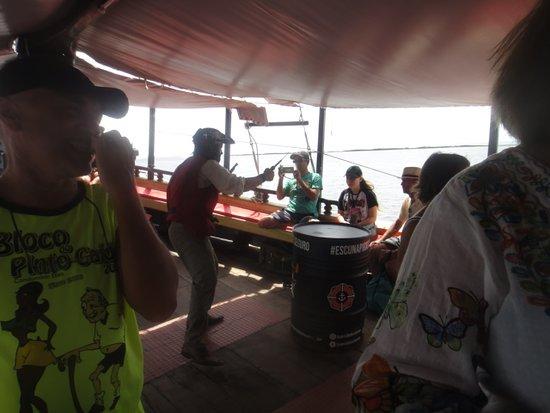 Luanda Turismo Nautico: Esse passeio é interativo. Tem brincadeiras com atores, vestidos como se fossem piratas.