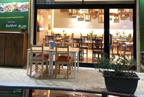 Vetrina con vista interno ristorante