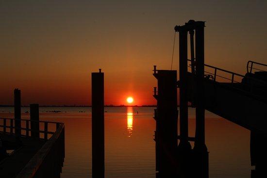 Rugen Island, Alemanha: Sonnenuntergang am Hafen ca 500 Meter vom Hotel entfernt