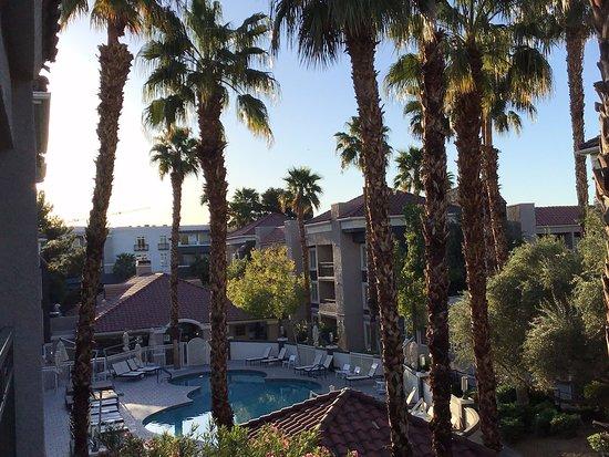 Desert Rose Resort: piscine