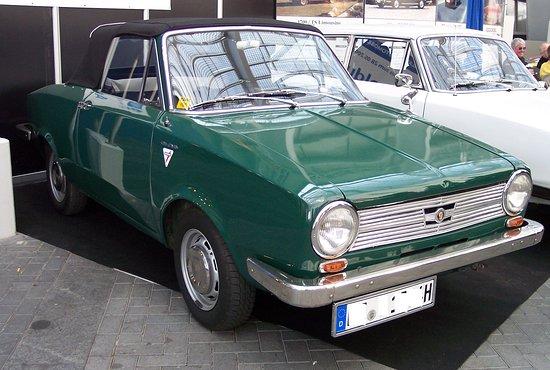 Dingolfing, Germany: Den 1304 gab es als Limousine und als Cabrio. Hier ist  das Cabrio dargestellt.
