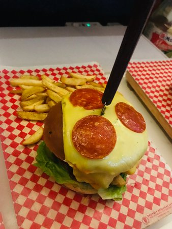 Nuestra Hamburguesa de la casa , es la de Atlixco super deliciosa , nuestros comensales utilizan esta foto como la del recuerdo , ven y compruébalo tu mismo .